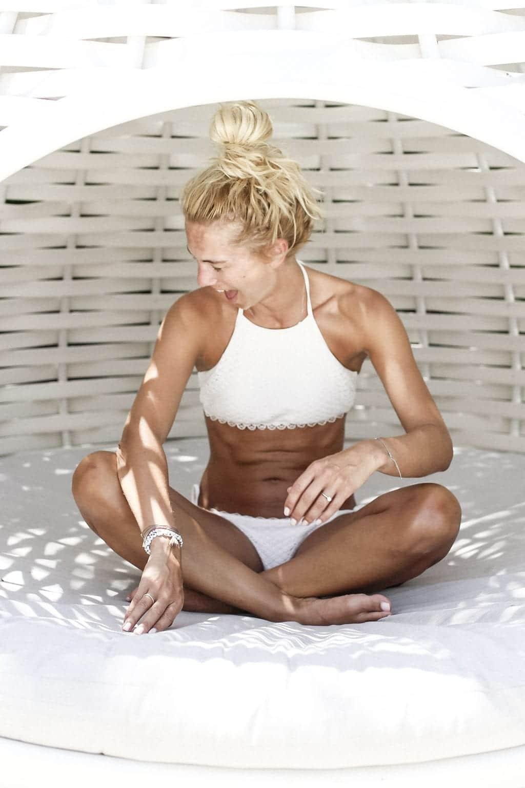 CK-1606_Sardinien-Sardegna-Sardinia-Italy-Italia-Fashion-Blog-Beach-Caribbean-Dress-Blonde-Karin-Kaswurm-Bikini-Kiini-0666