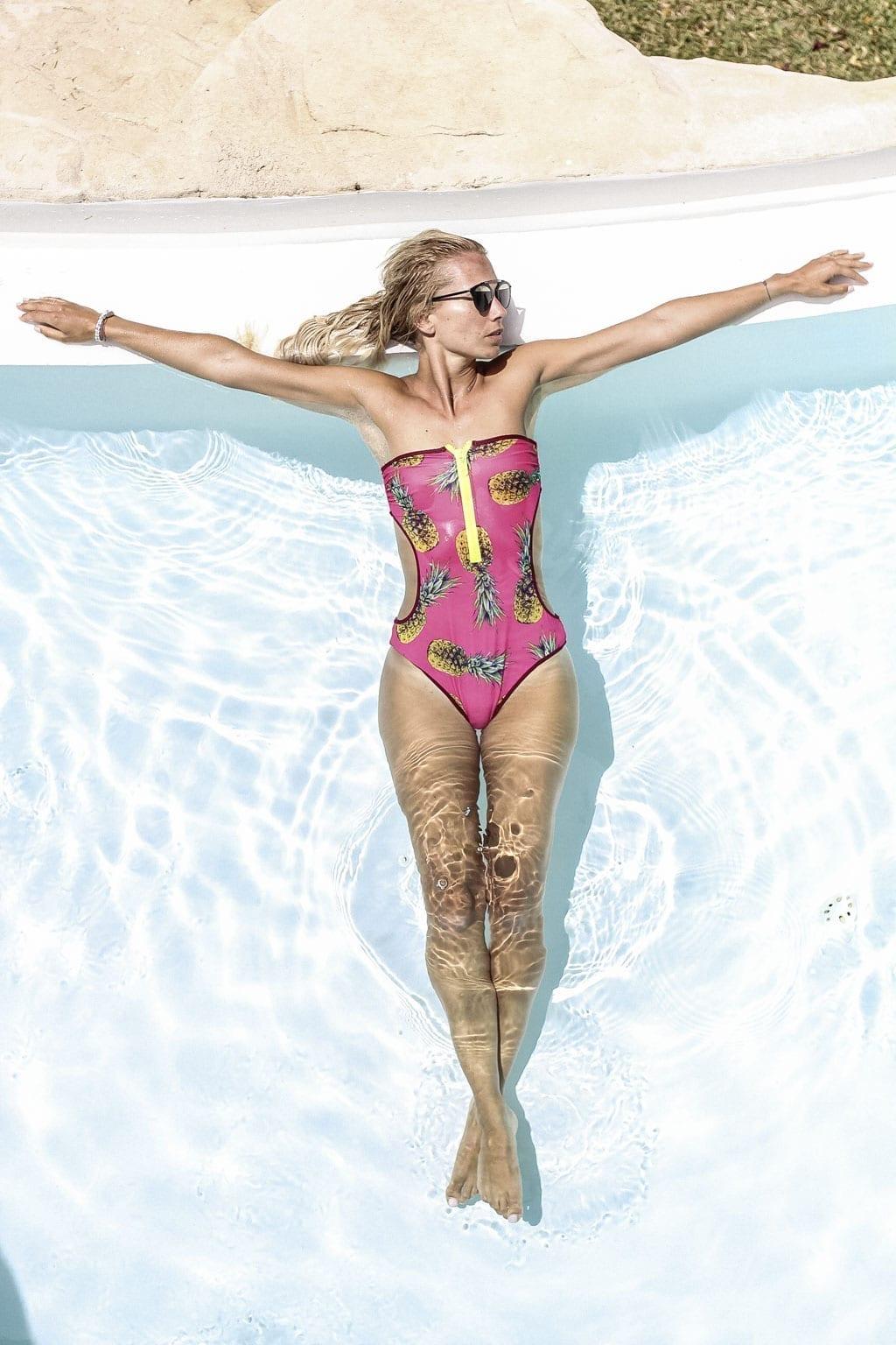 CK-1606_Sardinien-Sardegna-Sardinia-Italy-Italia-Fashion-Blog-Beach-Caribbean-Dress-Blonde-Karin-Kaswurm-Bikini-Kiini-0885