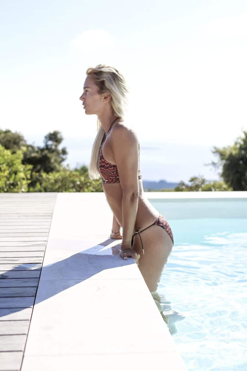 CK-1606_Sardinien-Sardegna-Sardinia-Italy-Italia-Fashion-Blog-Beach-Caribbean-Dress-Blonde-Karin-Kaswurm-Bikini-Kiini-2