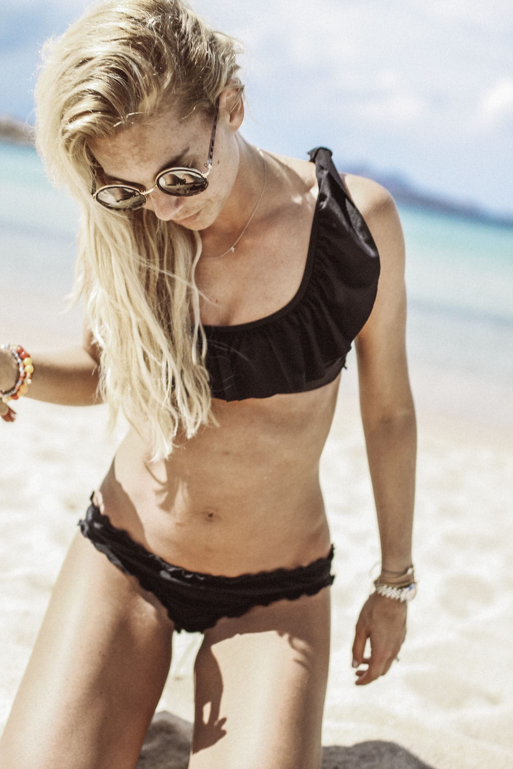 CK-1606_Sardinien-Sardegna-Sardinia-Italy-Italia-Fashion-Blog-Beach-Caribbean-Dress-Blonde-Karin-Kaswurm-Bikini-Kiini-9756