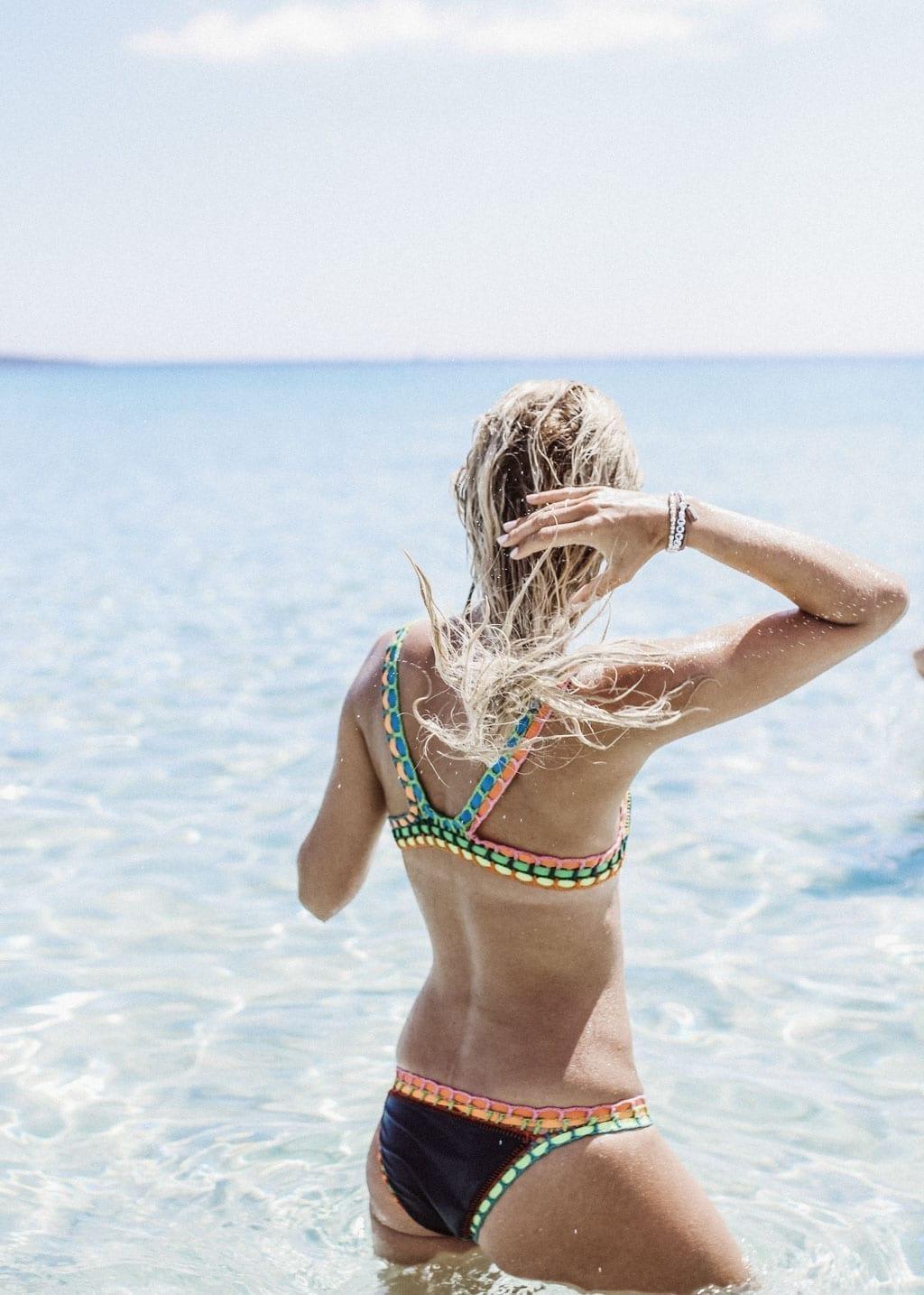 CK-1606_Sardinien-Sardegna-Sardinia-Italy-Italia-Fashion-Blog-Beach-Caribbean-Dress-Blonde-Karin-Kaswurm-Bikini-Kiini-9951