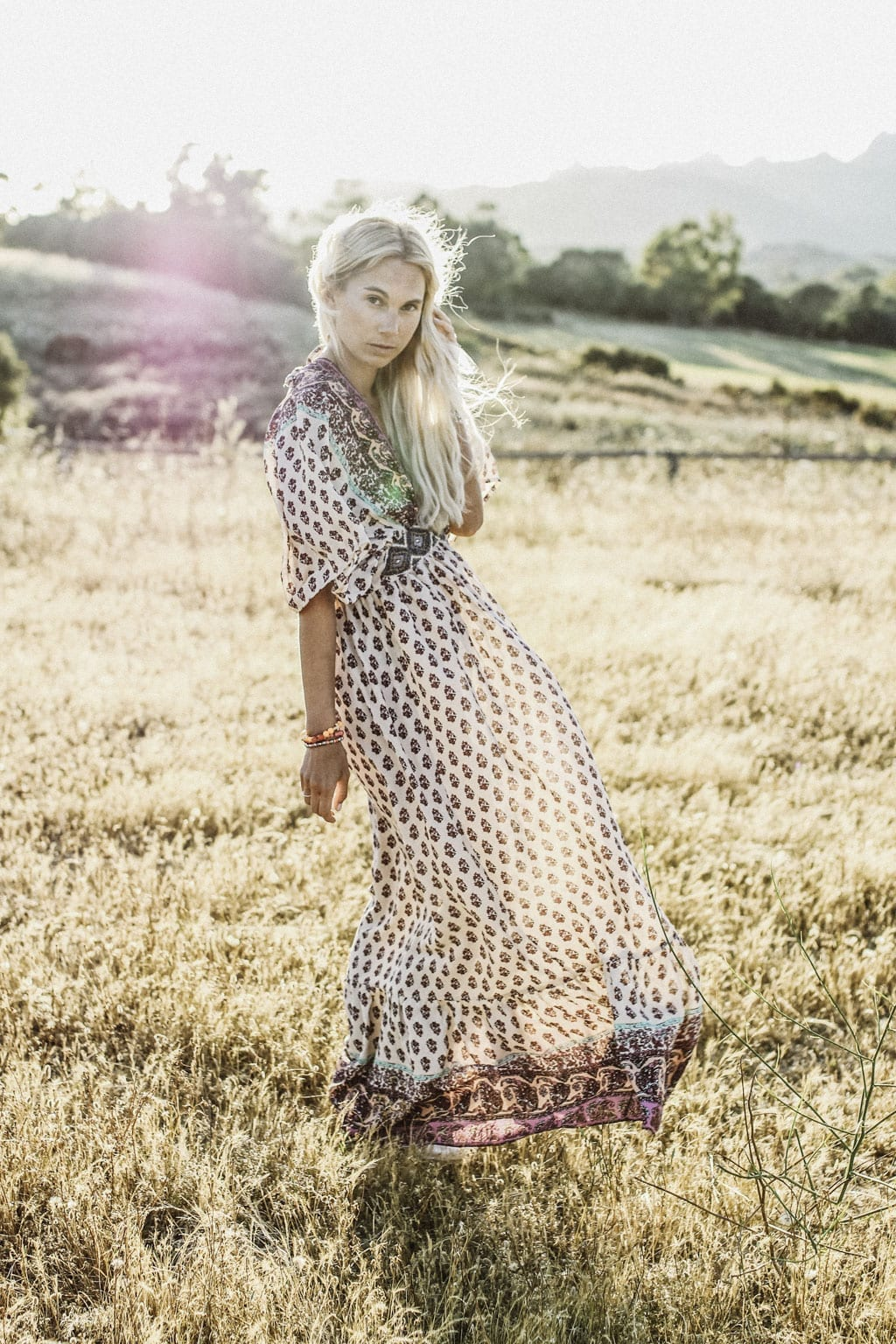 CK-1606_Sardinien-Sardegna-Sardinia-Italy-Italia-Fashion-Blog-Sun-Down-Dress-Blonde-Karin-Kaswurm-9815