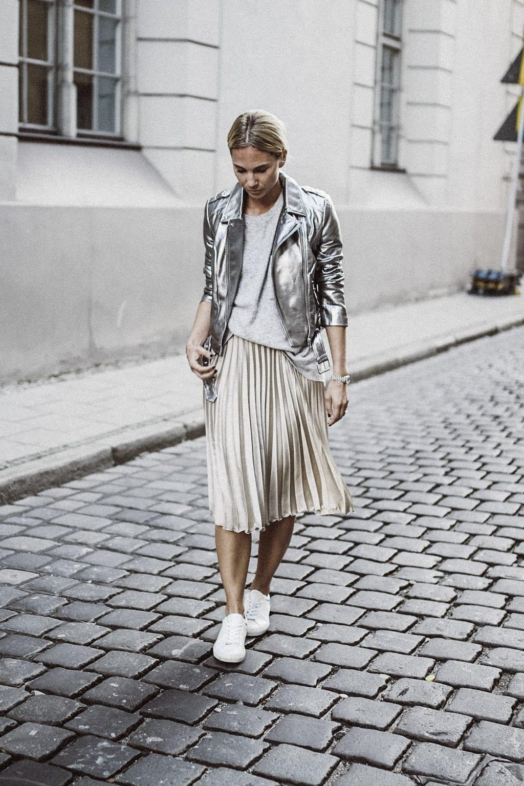 ck-constantlyk-com-karin-kaswurm-street-style-fashion-silver-leather-jacket-plissee-6792
