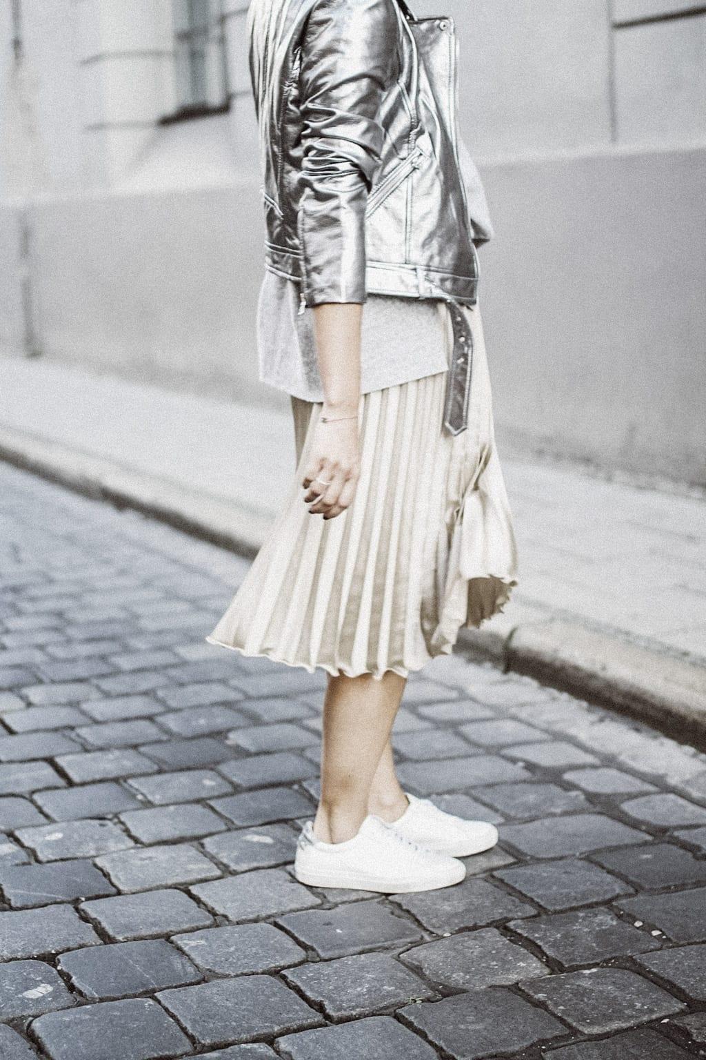 ck-constantlyk-com-karin-kaswurm-street-style-fashion-silver-leather-jacket-plissee-6864