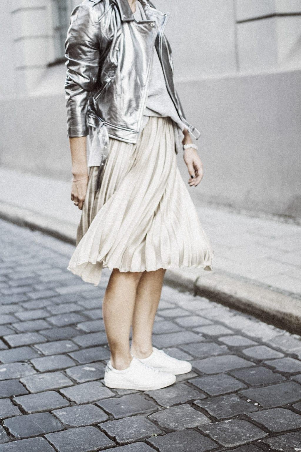 ck-constantlyk-com-karin-kaswurm-street-style-fashion-silver-leather-jacket-plissee-6870