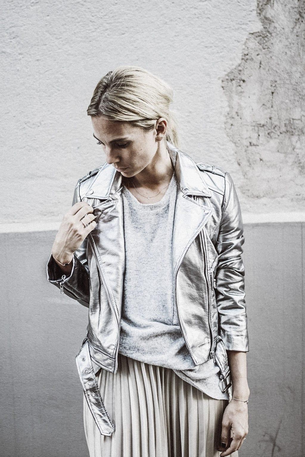 ck-constantlyk-com-karin-kaswurm-street-style-fashion-silver-leather-jacket-plissee-6957