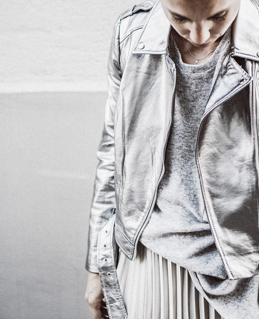 ck-constantlyk-com-karin-kaswurm-street-style-fashion-silver-leather-jacket-plissee-6961
