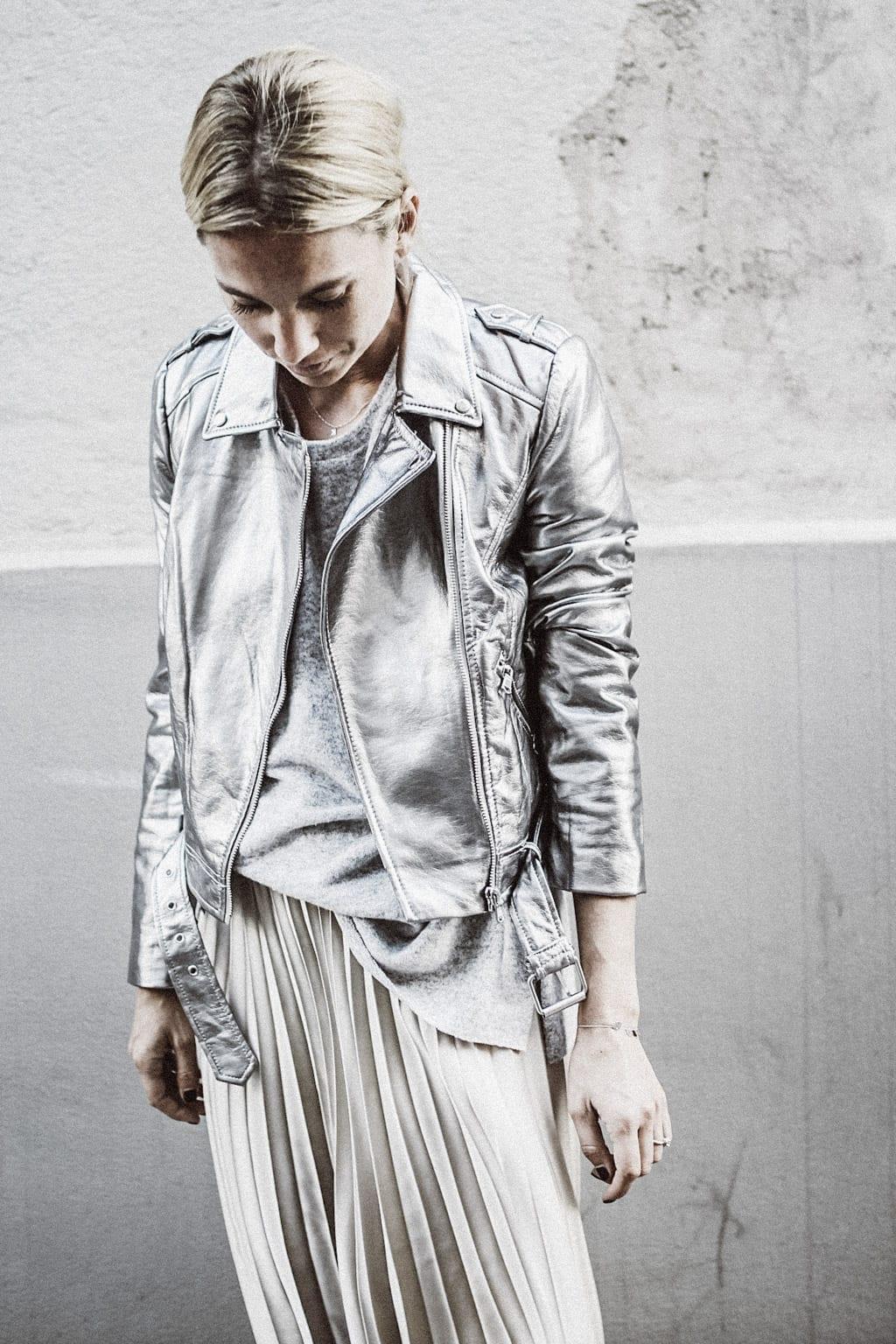 ck-constantlyk-com-karin-kaswurm-street-style-fashion-silver-leather-jacket-plissee-6969