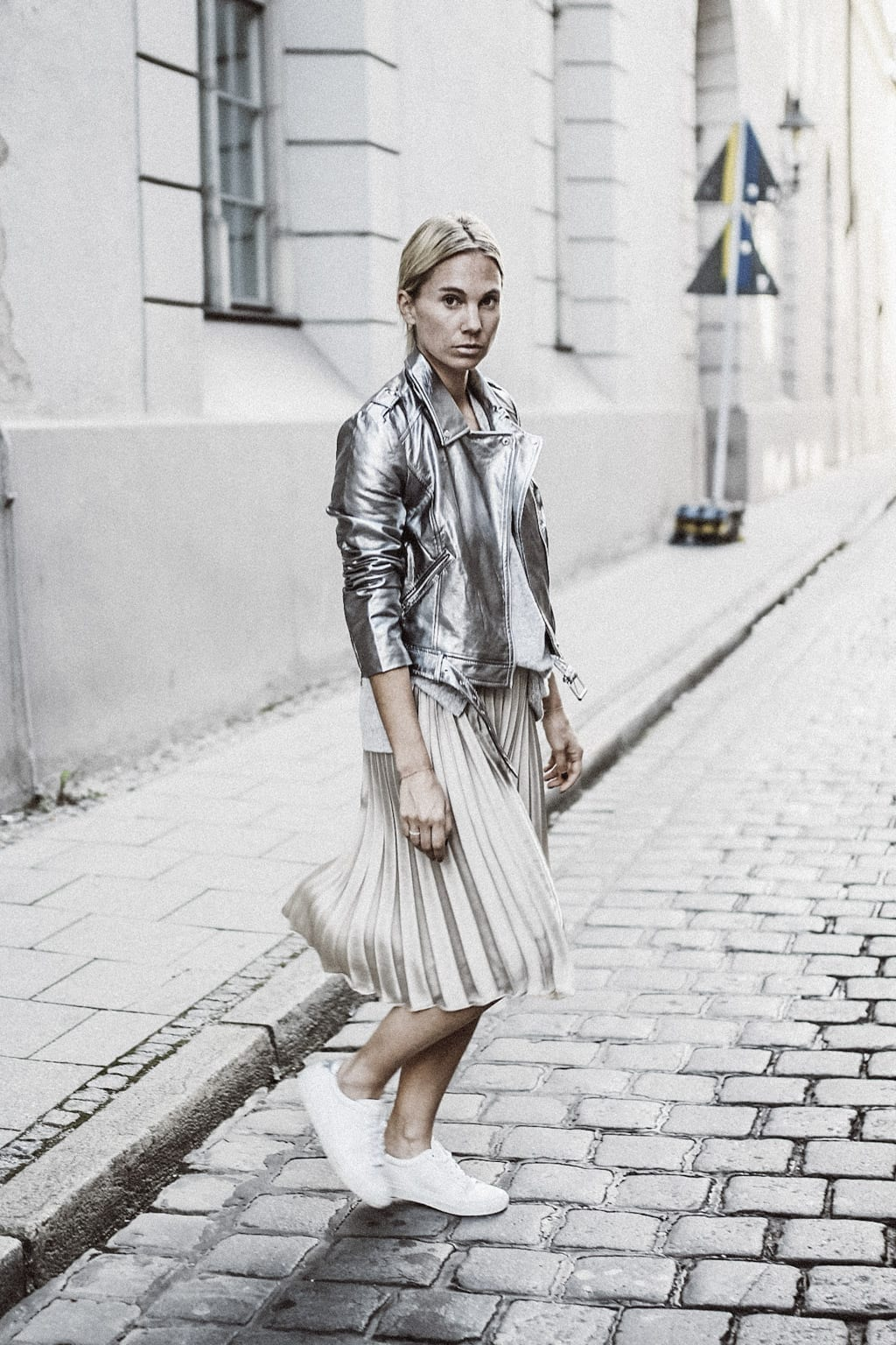ck-constantlyk-com-karin-kaswurm-street-style-fashion-silver-leather-jacket-plissee-6978