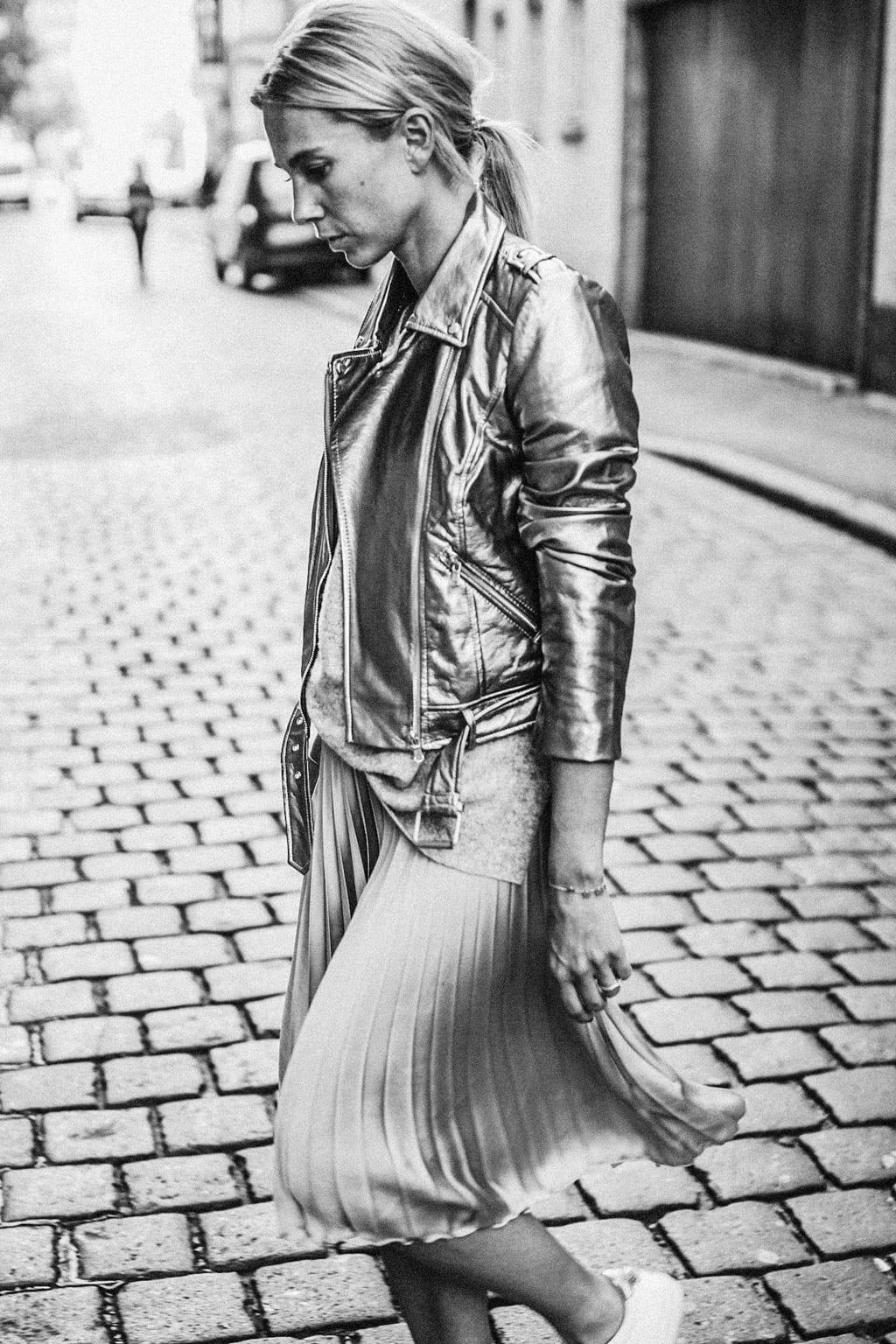 ck-constantlyk-com-karin-kaswurm-street-style-fashion-silver-leather-jacket-plissee-6984-2