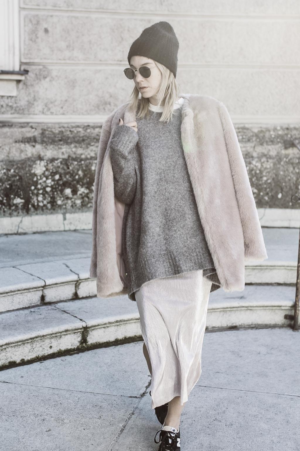 Karin Kaswurm in Salzburg mit ihrem Oversize-Outfit