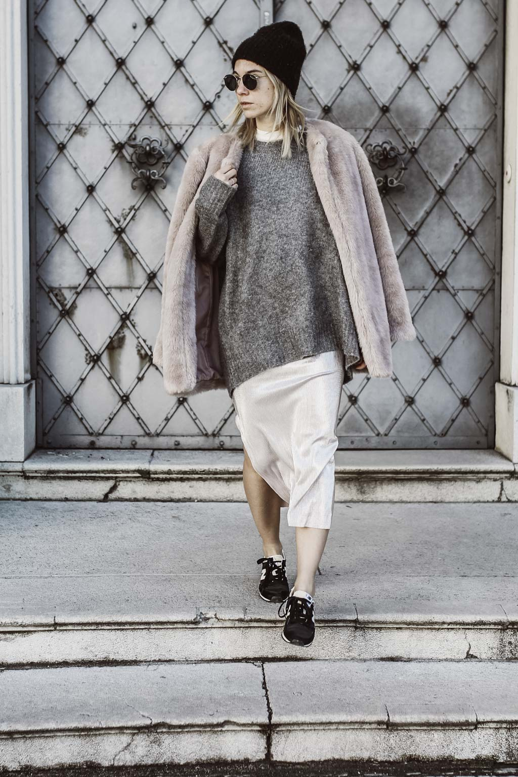 Karin Kaswurm auf Salzburgs Straßen im Oversize Look